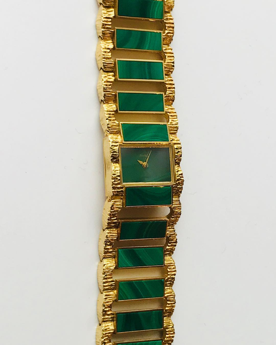 15 vintage @piaget watches in «Le temps est feminin» the upcoming auction @artcurial_watches including this one in #malachite. To see on 16 and 18 december @artcurial__ Did you know? At this occasion the iconic #jackiekennedy Piaget watch is exhibited.  ___________ #artcurialparis @marie.anselot @alexandradub @madlyne_c #rondpointdeschampselysees #todoinparis #parisexhibition #vintagepiaget #watchoftheday #piagetwatch #watchporn #seventiesstyle #letempsestfeminin