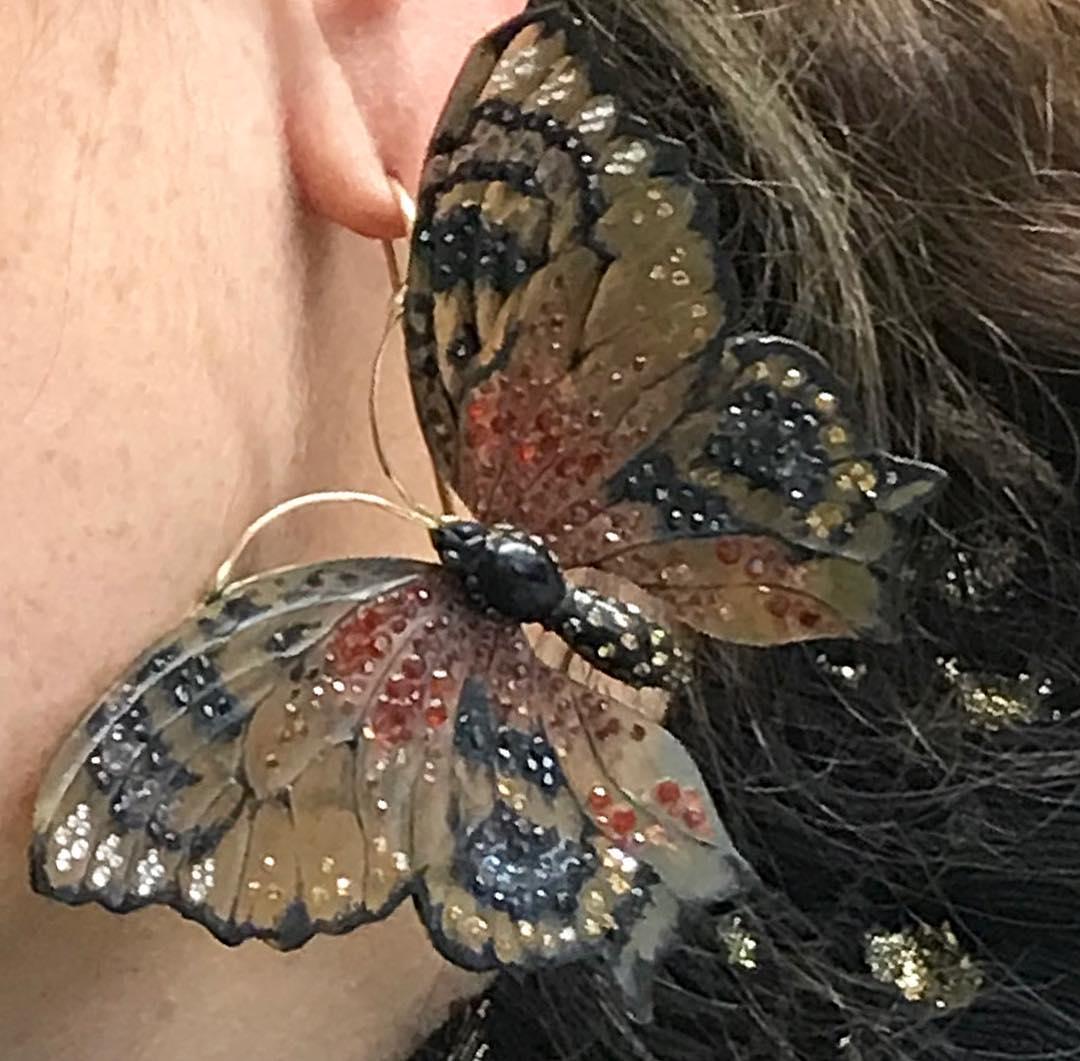 Stunning. Gemstones set in #horn by @harumiklossowskaderola  __________