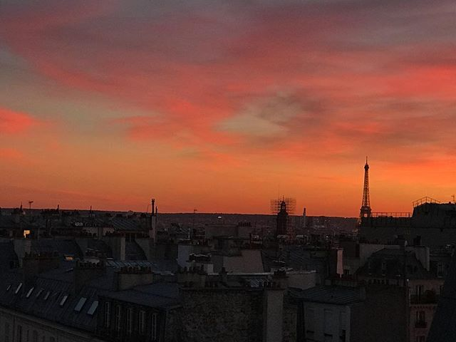 Writing a jewelry story… View from my office  _________ #viewfromthetop #9tharrondissement #aboveparis #pariscartepostale #picoftheday #luckyme #sunset_pics #ruedesmartyrs #jewelrywriter #atmydesk #travelparis #skyporn #toureiffelbynight #entrechienetloup
