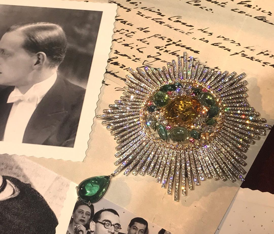From the @chanelofficial high jewelry collection #leparisrussedechanel #insignia #medals Did you know? After the #russianrevolution in the #twenties #gabriellechanel employed the #russiannobility as models and #saleswomen __________ #gotha #russianinfluence #granddukedimitri #russianparis #misiasert #diaghilev #stravinsky #russianballets #officerjewelry #russiannobility #dimitripavlovichromanov #patriceleguereau
