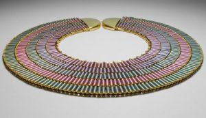 Collier inspiré par ceux de l'Egypte ancienne de Helena Hedman au musée National