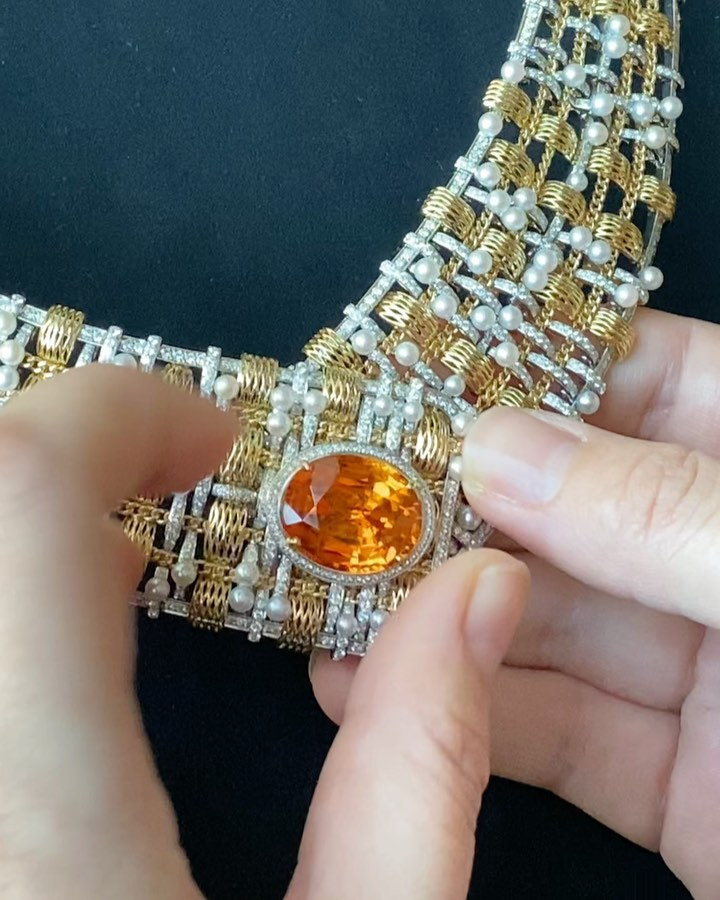 A #buttonhole from the #tweed #highjewelrycollection @chanelofficial with a 20.70 carat #imperialtopaz