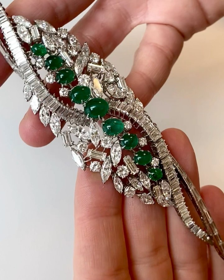 Magali Teissire talking about one of the @melleriojoaillier pieces auctioned in the upcoming @sothebysjewels sale in #paris 1st April 2020 It's from the seventies #emeralds and diamonds Stay tunes on #tfjp