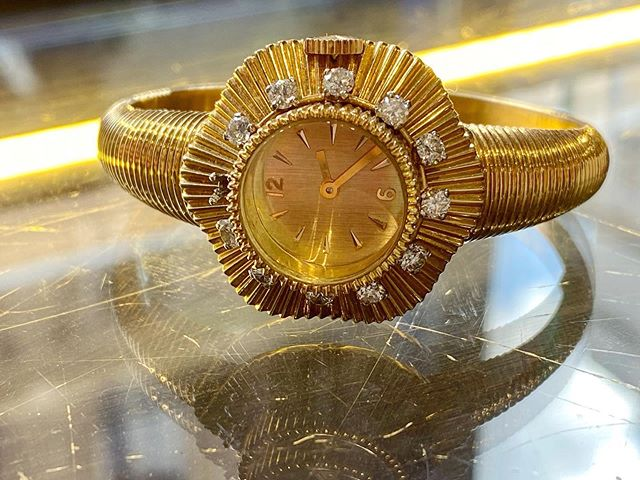 A @boucheron #1950 #jewelrywatch in the tomorrow @millon_auction You can bid online Estimated €1000-1500  #ladywatch #boucheron #watchmaking #watchesofinstagram #millonauctionhouse #affordablewatches