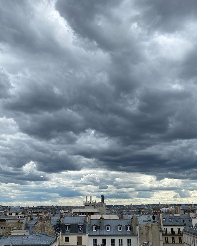 One of the reasons I love to sit at my desk #officewithaview #thefrenchjewelrypost #iloveparis #cloudy☁️